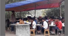 সলঙ্গায় স্কুল ছাদে ছামিয়ানা টাঙ্গিয়ে চলছে ক্লাস