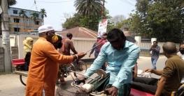 উল্লাপাড়ায় করোনা রোধে যানবাহনে জীবানু নাশক স্প্রে