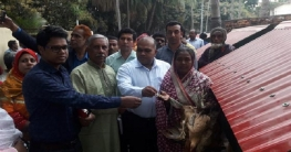 সিরাজগঞ্জে ৫০ ভিক্ষুক পেল মুরগী পালনের উপকরণ
