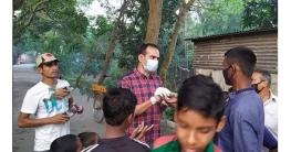 বেলকুচিতে কর্মহীন মানুষের পাশে উপজেলা চেয়ারম্যান