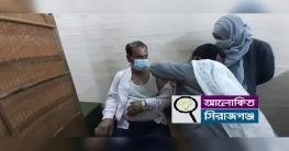 করোনার টিকা নিলেন সিরাজগঞ্জ-৩ আসনের এমপি ডা: মো: আ: আজিজ