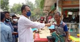 উল্লাপাড়ায় করোনা সচেতনতায় মাস্ক বিতরণ