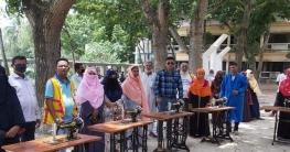 উল্লাপাড়ায় কর্মহীনদের মধ্যে সেলাই মেশিন দিলেন ইউপি চেয়ারম্যান