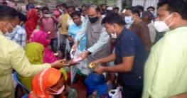 মরহুম নাসিমের ৭২তম জন্মবার্ষিকী উপলক্ষে শাড়ি বিতরণ