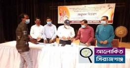 সিরাজগঞ্জের ৯৮জন সাংস্কৃতিক কর্মীকে ১০হাজার টাকার চেক প্রদান
