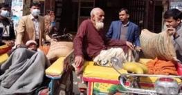 সিরাজগঞ্জের ২ শতবর্ষী পেলেন প্রধানমন্ত্রীর উপহার খাদ্যসামগ্রী