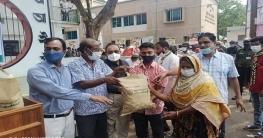 উল্লাপাড়ায় উপ: দুর্নীতি প্রতিরোধ কমিটির উদ্যোগে ঈদ সামগ্রী বিতরণ