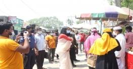 কামারখন্দে প্রশাসনের নজরদারি, দোকান খোলায় ২ ব্যবসায়ীকে জরিমানা
