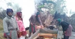 সিরাজগঞ্জে খেজুর গুড় তৈরীতে ব্যস্ত গাছিরা