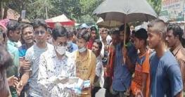 উল্লাপাড়ায় করোনা সচেতনতায় পশুর হাটে মাস্ক বিতরণ