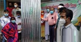 সিরাজগঞ্জ বন্যার্তদের মাঝে ঢেউটিন, চাউল ও শুকনো খাবার বিতরণ