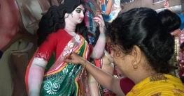 দূর্গা পুজোর অন্যতম আকর্ষণ,উত্তরবঙ্গ কাঁপাচ্ছেন রায়গঞ্জের অর্পিতা