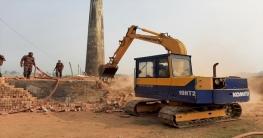সিরাজগঞ্জে অবৈধ ইট-ভাঁটা উচ্ছেদ অভিযান চলমান