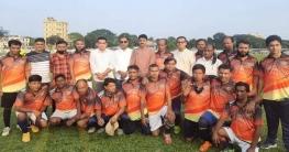 সিরাজগঞ্জে ফুটবল কল্যাণ সমিতির উদ্যোগে প্রীতি ম্যাচ অনুষ্ঠিত